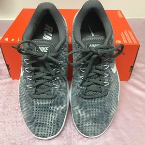 NYOP! NWB! Nike Flex Running Sneakers  Gray Sz::10
